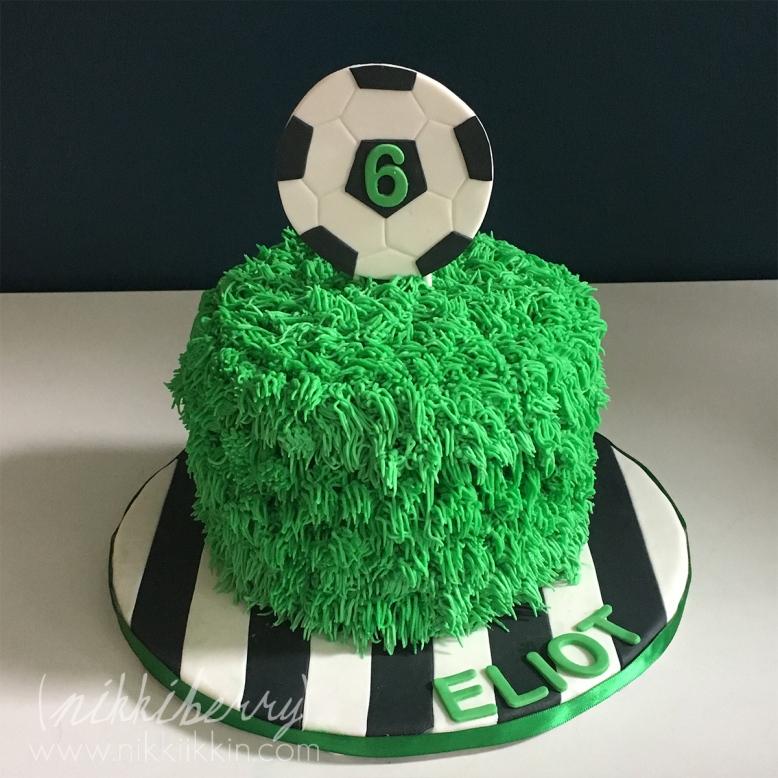 soccer cake.jpg